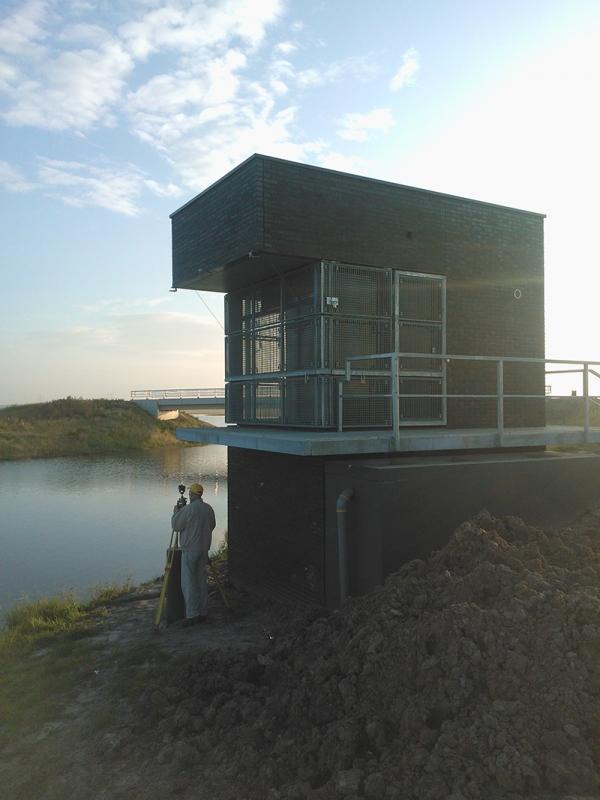 2012 Zevenhuizen, controle maatvoering en plaatsen startpontons