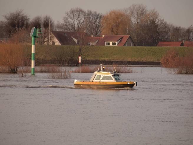 2011 Neerloon, opsporen gezonken trekker in Maas
